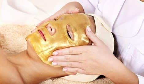Gouden Gezichtsmasker Voor Een Jonge, Stralende Huid?