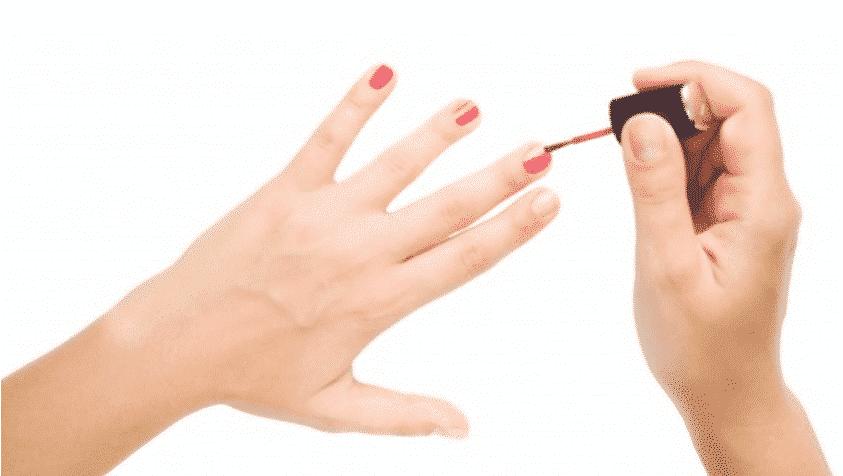 How To - Zo lak jij je nagels perfect - Mooi Verouderen