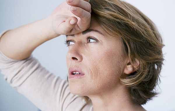 Wat Is Het Verschil Tussen De Overgang En De Menopauze?